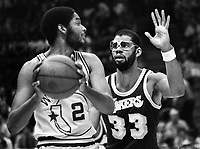 Golden State Warrior Joe Barry Carroll and Kareem Abdul Jabbar. (1979 photo/Ro Riesterer)