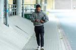 30.06.2020, Trainingsgelaende am wohninvest WESERSTADION,, Bremen, GER, 1.FBL, Werder Bremen Training, im Bild<br /> <br /> Ankunft der Bremer Spieler am Stadion vor dem Training in Zivil<br /> Fin Bartels (Werder Bremen #22)<br /> mit Handi<br /> Foto © nordphoto / Kokenge