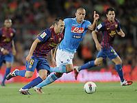 FUSSBALL  INTERNATIONAL   SAISON 2011/2012   22.08.2010 Gamper Cup FC Barcelona - SSC Neapel Andres Iniesta (li, Barca) gegen Goekhan Inler (Napoli)
