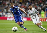 Real Madrid´s French forward Karim Benzema and Schalke´s German defense Benedikt Howedes
