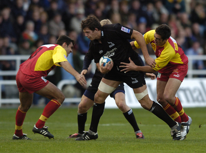Photo. Jed Wee..Newcastle Falcons v Perpignan, Heineken Cup, 31/10/2004..Newcastle's Mike McCarthy attacks.