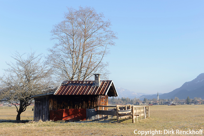 Heustadel auf Weiden s&uuml;dlich von Oberstdorf im Allg&auml;u, Bayern, Deutschland<br /> hay barn on pastures south of Oberstdorf, Allg&auml;u, Bavaria, Germany