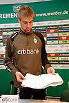 Ivan Klasnic - dreimal die Woche zur Blutwaesche - so lautet die Diagnose beim ehemaligen Werder Stuermer. Ivan ist auf eine neue Niere angwiesen - die von seinem Vater 2007 transplantierte Niere arbeitet nicht mehr. Nun wartet er auf eine neue Niere<br /> Archiv aus: <br />  FBL 07/08 Training Werder Bremen<br /> <br /> Comeback von Ivan Klasnic nach seiner erfolgreichen Nierentranplation - Rückkehr ins Mannschaftstraining<br /> <br /> Nach seiner ersten Trainingseinheit stellte sich Ivan Klasnic ( Bremen CRO #17 ) den Medien und zeigte seinen Nierenschutz<br /> <br /> <br /> Foto © nordphoto
