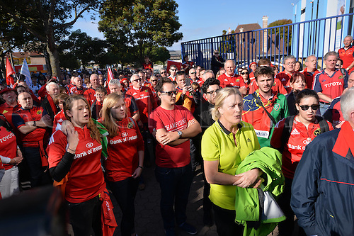 16.10.2016. Nancy, France. Fans pay tribute to Munster coach, Anthony Foley, who died suddenly before their game with Nancy. The game was postponed for this reason.