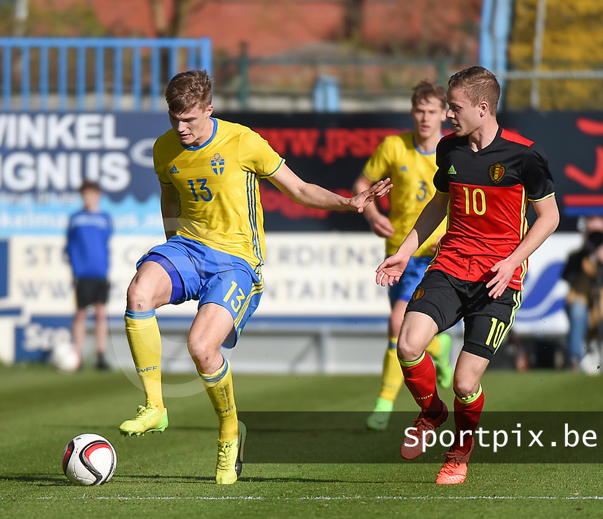 20170323 - BEVEREN , BELGIUM : Swedish Svante Inglesson (L) and Belgian Dante Rigo (R) pictured during the UEFA Under 19 Elite round game between Sweden U19 and Belgium U19, on the first matchday in group 7 of the Uefa Under 19 elite round in Belgium , thursday 23 th March 2017 . PHOTO SPORTPIX.BE | DIRK VUYLSTEKE