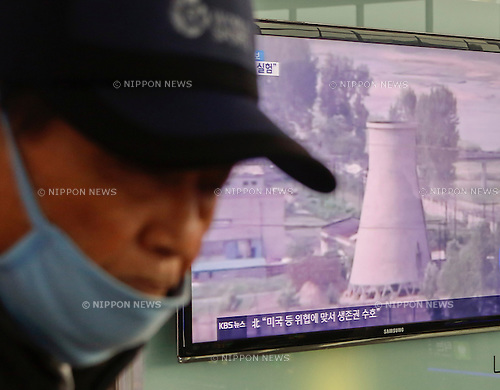 North Korean test of a hydrogen bomb, Jan 6, 2016 : A man walks past a TV broadcasting a report on North Korea's test of a hydrogen bomb at Seoul railway station in Seoul, South Korea. North Korea announced on Wednesday it has conducted a test of a hydrogen bomb successfully. South Korea's defence ministry said the North's new nuclear test doesn't appear to be hydrogen-based, in consideration of the intensity of the tremor, local media reported. (Photo by Lee Jae-Won/AFLO) (SOUTH KOREA)