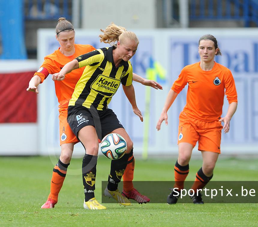 Bekerfinale vrouwen 2015 : Lierse-Club Brugge Vrouwen <br /> <br /> Dominique Vugts (M) in de clinch met Heleen Jaques (L) en Barbara Lezy (R)<br /> <br /> foto VDB / BART VANDENBROUCKE