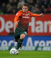 FUSSBALL   1. BUNDESLIGA   SAISON 2011/2012   22. SPIELTAG Hamburger SV - Werder Bremen       18.02.2012 Philipp Bargfrede (SV Werder Bremen)  Einzelaktion am Ball