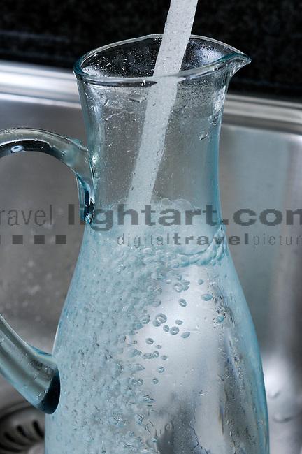 water jug, Wasserkrug, Wasser, Wasserverbrauch, Wasserverschwendung, Haushalt, Liechentstein