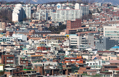 House purchases and debt risks, Mar 7, 2017 : A residential area is seen in Seoul, South Korea. South Koreans in their 30s and retirees living in Seoul or Gyeonggi Province suffer heavy debt burden due to their borrowing for house purchases, local media reported. (Photo by Lee Jae-Won/AFLO) (SOUTH KOREA)