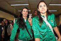Sheila (e) jogadoras da seleção brasileira feminina de vôlei, que conquistaram a medalha de ouro nos Jogos Olímpicos de Londres, durante desembarque nesta SEGUNDA-FEIRA (13) no Aeroporto Internacional de Guarulhos, em São Paulo (SP).FOTO ALE VIANNA/BRAZIL PHOTO PRESS
