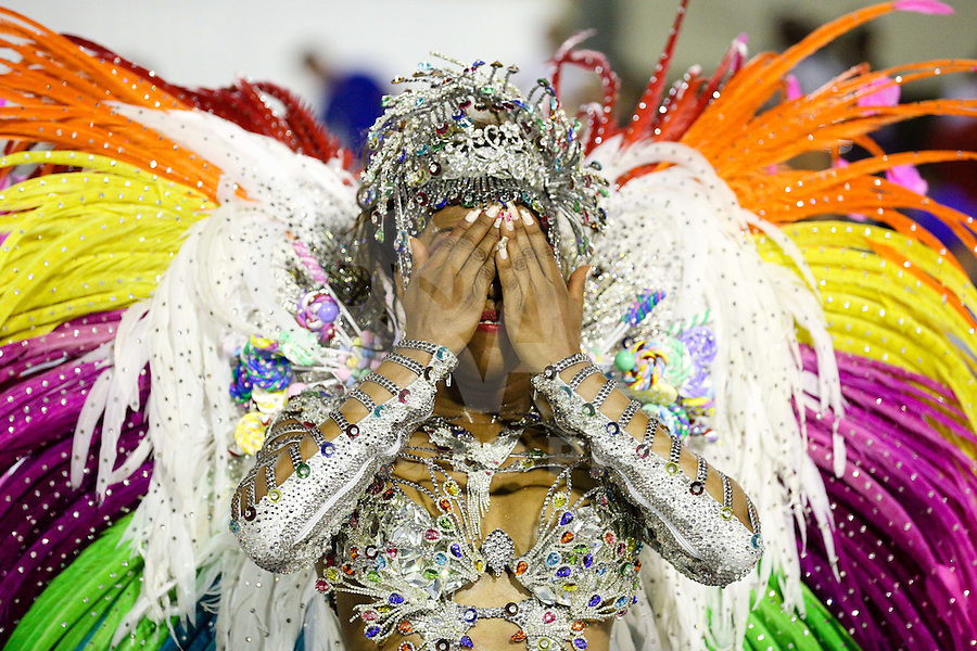 RIO DE JANEIRO, RJ,, 06.02.2016 - CARNAVAL-RJ - Rainha de bateria Elaine Caetano da escola de samba Renascer de Jacarepaguá durante primeiro dia de desfiles do grupo de acesso série A do Carnaval do Rio de Janeiro no Sambódromo Marquês de Sapucaí na região central da capital fluminense na madrugada deste sábado, 06. (Foto: Vanessa Carvalho/Brazil Photo Press)