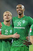 FUSSBALL   1. BUNDESLIGA  SAISON 2011/2012   11. Spieltag   29.10.2011 1.FSV Mainz 05 - SV Werder Bremen Andreas Wolf (li, SV Werder Bremen) umarmt  Naldo (SV Werder Bremen)