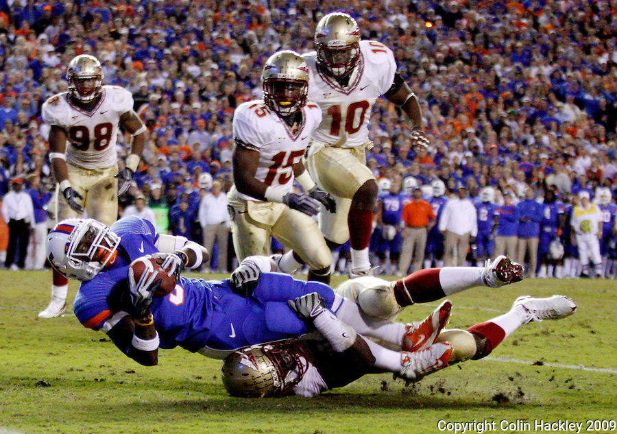 GAINESVILLE, FL 11/28/09-FSU-UF FB09 CH36-Florida State's Kendall Smith tackles Florida's Chris Rainey during second half action Saturday at Florida Field in Gainesville. The Gators beat the Seminoles 37-10..COLIN HACKLEY PHOTO