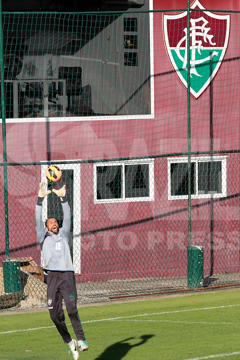 RIO DE JANEIRO; RJ; 18 DE JULHO 2013-  A equipe do Fluminense treinou nesta quinta-feira nas Laranjeiras se preparando para o clássico contra o Vasco do próximo domingo na volta do time tricolor ao Maracanã. Diego Cavalieri. FOTO: NÉSTOR J. BEREMBLUM - BRAZIL PHOTO PRESS.