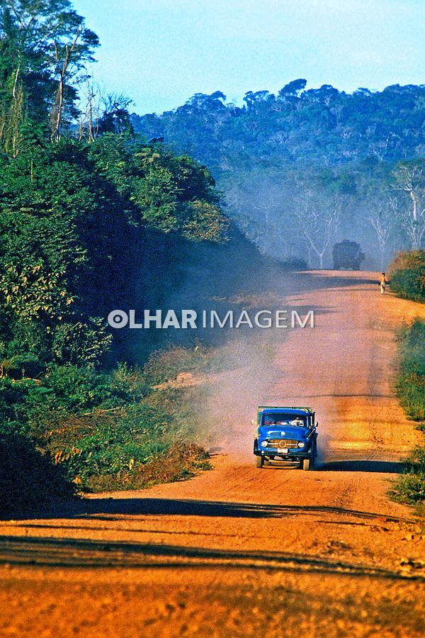 Rodovia Transamazônica. Marabá. Pará. 1984. Foto de Juca Martins.