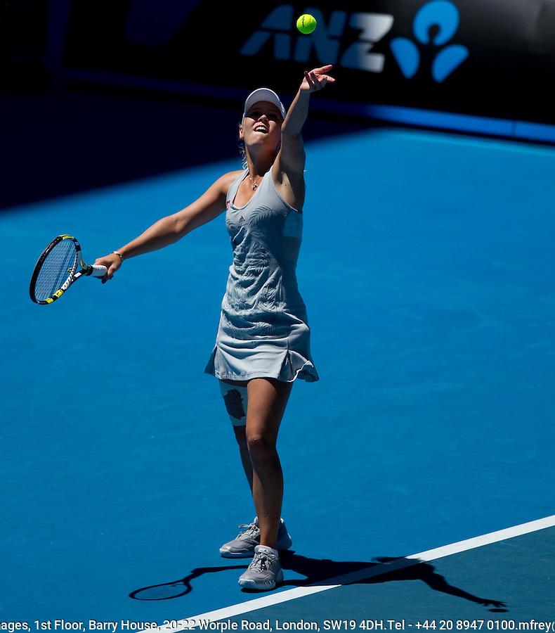 Caroline Wozniacki (DEN) (4) against Na Li (CHN) (16) in the Fourth Round of the Womens Singles. Li beat Wozniacki 6-4 6-3..International Tennis - Australian Open Tennis - Monday 25 Jan 2010 - Melbourne Park - Melbourne - Australia ..© Frey - AMN Images, 1st Floor, Barry House, 20-22 Worple Road, London, SW19 4DH.Tel - +44 20 8947 0100.mfrey@advantagemedianet.com
