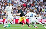 Saul Niguez Esclapez (c) of Atletico de Madrid competes for the ball with Luka Modric (r) of Real Madrid during their 2016-17 UEFA Champions League Semifinals 1st leg match between Real Madrid and Atletico de Madrid at the Estadio Santiago Bernabeu on 02 May 2017 in Madrid, Spain. Photo by Diego Gonzalez Souto / Power Sport Images