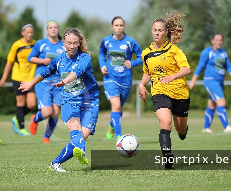 20160903 - PITTEM , BELGIUM : Egem's Sofie Vanhooren (R) and Tongeren's Jeniffer Waeckens (L) pictured during a soccer match between the women teams of Dames VK Egem and Tongeren DV  , during the first matchday in the 2016-2017  Eerste klasse - First Division season, Saturday 3 September 2016 . PHOTO SPORTPIX.BE | DIRK VUYLSTEKE
