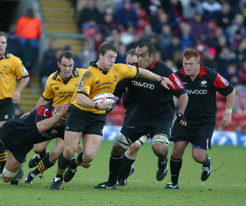 Photo: Jo Caird.Saracens V Wasps .Zurich Premiership 2003/4.26/10/2003..John Rudd attacks.