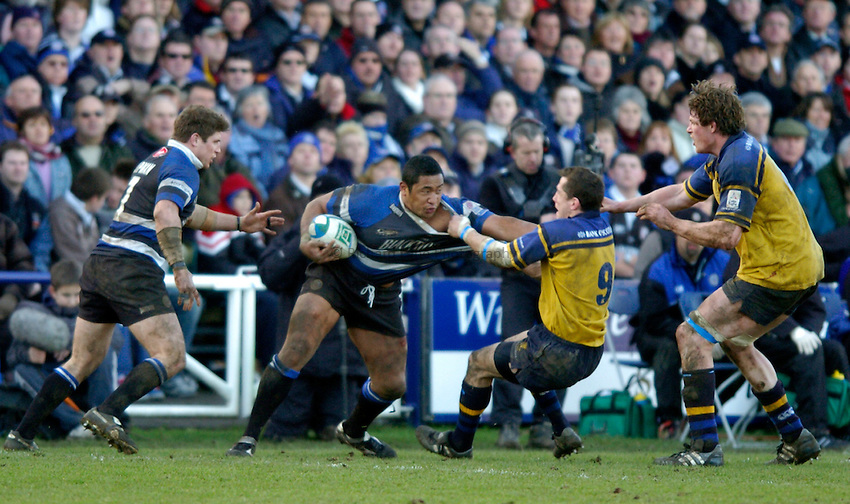 Photo: Richard Lane..Bath Rugby v Leinster. Heineken Cup. 08/01/2005..Isaac Feuunati is tackled by Guy Easterby.