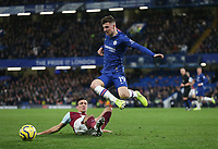 Chelsea's Mason Mount and Burnley's Jack Cork<br /> <br /> Photographer Rob Newell/CameraSport<br /> <br /> The Premier League - Chelsea v Burnley - Saturday 11th January 2020 - Stamford Bridge - London<br /> <br /> World Copyright © 2020 CameraSport. All rights reserved. 43 Linden Ave. Countesthorpe. Leicester. England. LE8 5PG - Tel: +44 (0) 116 277 4147 - admin@camerasport.com - www.camerasport.com