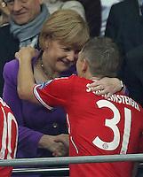 LONDRES; INGLATERRA; 25 DE MAIO 2013 - LIGA DOS CAMPEOES DA EUROPA BAYERN DE MUNIQUE X BORUSSIA DORTMUND - Angela Merkel e Bastian Schweinsteiger Jogador do Bayern de Munique comemoram conquista da Liga dos Campeões da Europa apos vencer por 2 a 1 o Borussia Dortmund no Estádio de Wembley em Londres na Inglaterra; neste sábado; 25. (FOTO: PIXATHLON / BRAZIL PHOTO PRESS).