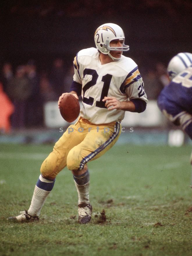 San Diego Chargers Rams John Hadl (21) during a game from his 1973 season with the San Diego Chargers. John Hadl played for 16 years with 4 different teams and was a 6-times Pro Bowler.(SportPics)