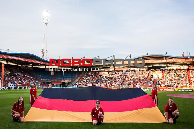 22.07.2017, Koenig Willem II Stadion , Tilburg, NLD, Tilburg, UEFA Women's Euro 2017, Deutschland (GER) vs Italien (ITA), <br /> <br /> im Bild   picture shows<br /> deutsche Flagge waehrend der Hymne, <br /> <br /> Foto © nordphoto / Rauch