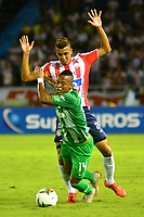 BARRANQUILLA-COLOMBIA, 12-05-2019: Víctor Cantillo de Atlético Junior y Jean Lucas Rivera de Atlético Nacional disputan el balón, durante partido entre Atlético Junior y Atlético Nacional, de la fecha 1 de los cuadrangulares semifinales por la Liga Águila I 2019,  jugado en el estadio Metropolitano Roberto Meléndez de la ciudad de Barranquilla. / Víctor Cantillo of Atletico Junior and Jean Lucas Rivera of Atlético Nacional vies for the ball, during a match between Atletico Junior and Atletico Nacional, of the 1st date of the semifinals quarters for the Aguila Leguaje I 2019  played at the Metropolitano Roberto Melendez Stadium in Barranquilla city, Photo: VizzorImage / Alfonso Cervantes / Cont.