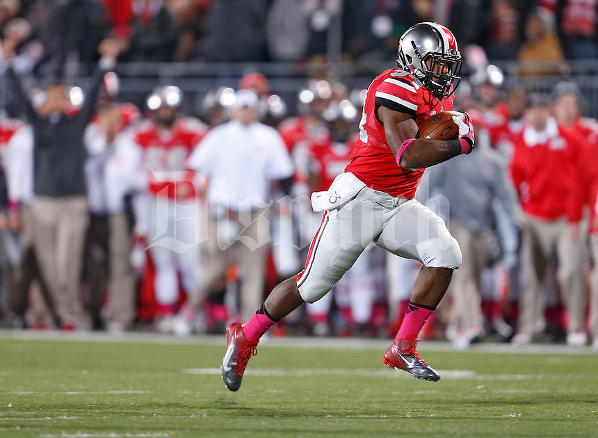 Ohio State Buckeyes running back Carlos Hyde (34) is untouched as he rumbles for a TD in the second quarter  at Ohio Stadium on October 26, 2013.  (Chris Russell/Dispatch Photo)