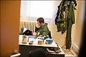 -2008- Salon-de-Provence- Capitaine Christophe Pera dans son bureau de la base aérienne 701.