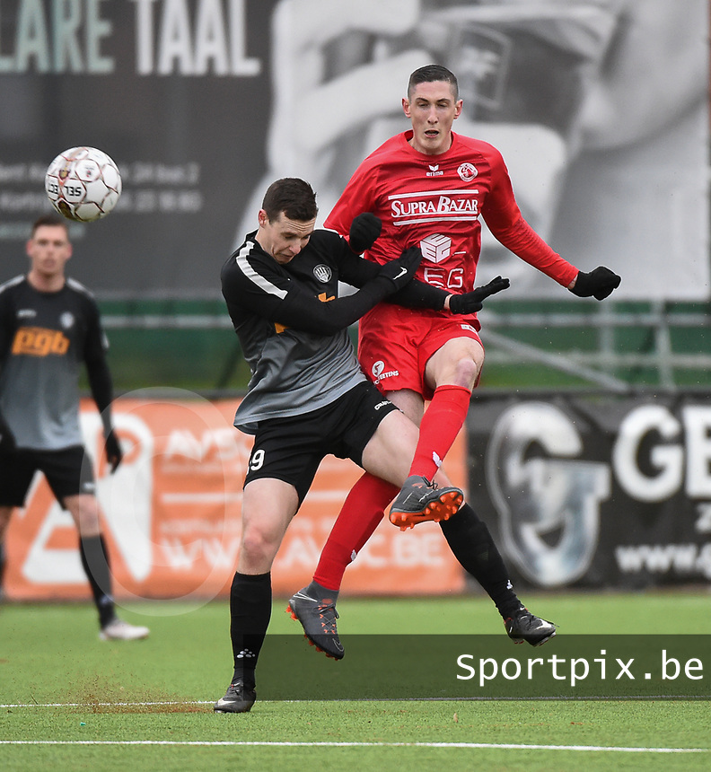 FC GULLEGEM - RC GENT :<br /> Lionel Vanleynseele (R) is steviger in een duel met Seppe De Langhe (L)<br /> <br /> Foto VDB / Bart Vandenbroucke