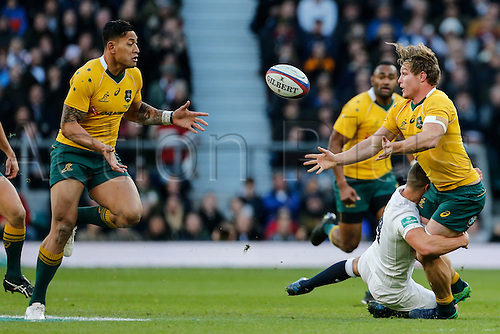 03.12.2016. Twickenham, London, England. Autumn International Rugby. England versus Australia.  Michael Hooper of Australia offloads to Israel Folau as Ben Youngs of England makes the tackle.   Final score: England 37-21 Australia.