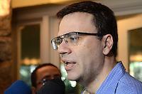 ATENÇÃO EDITOR: FOTO EMBARGADA PARA VEÍCULOS INTERNACIONAIS. - SANTO ANDRE, SP, 29 de Novembro 2012 (VELORIO DE JOELMIR BETING) Mauro Beting filho de Joelmri durante velorio.(FOTO: ADRIANO LIMA / BRAZIL PHOTO PRESS).