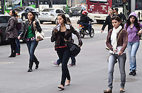 SAO PAULO, 27 DE JUNHO DE 2012 - CLIMA TEMPO SP - Manha começa com temperaturas baixas mas em elevecao durante o dia, na Avenida Paulista, regiao central da capital. FOTO: ALEXANDRE MOREIRA - BRAZIL PHOTO PRESS
