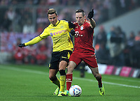 FUSSBALL   1. BUNDESLIGA  SAISON 2011/2012   13. Spieltag FC Bayern Muenchen - Borussia Dortmund        19.11.2011 Mario Goetze (li, Borussia Dortmund) gegen Franck Ribery (FC Bayern Muenchen)
