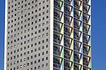 ROTTERDAM - In Tilburg domineert een van de hoogste woontoren van Nederland de skyline, de 143 meter hoge woonflat Westpoint.  Het door Margriet Eugelink (Van Aken Architektuur) ontworpen complex heeft 47 verdiepingen, ruim 150 appartementen, en is door kunstenaar Herman Kuijer voorzien van kleurige panelen op de betonnen gevel. COPYRIGHT TON BORSBOOM