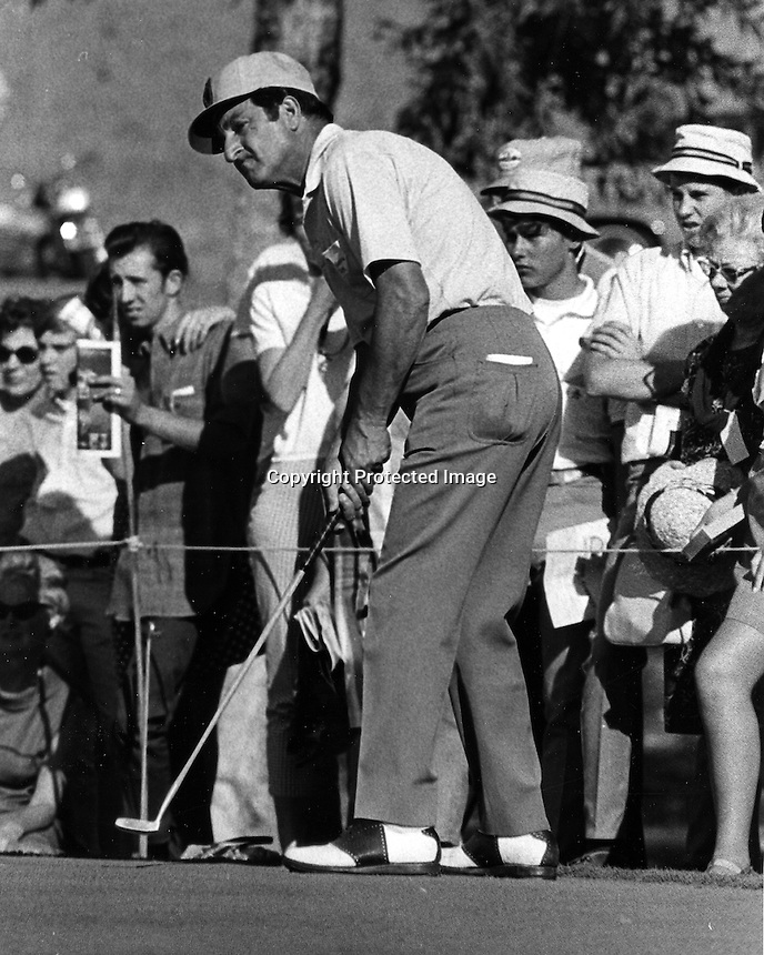 Actor Danny Thomas putting in charity golf tournament. (1968 photo/Ron Riesterer)
