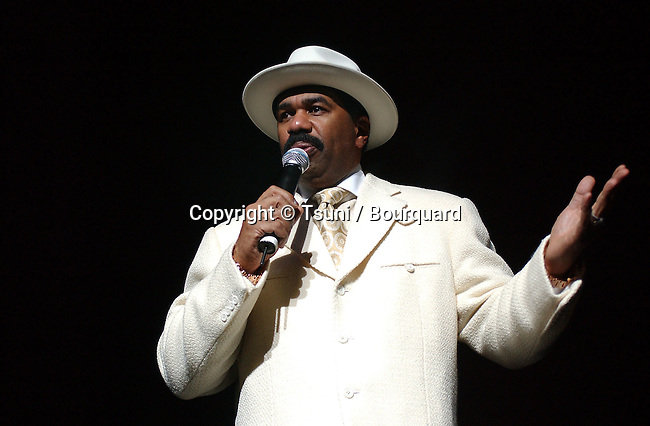 Steve Harvey at the BEAT 100 concert at the Universal Amphitheatre in Los Angeles. December 15, 2004.<br /> <br /> music<br /> on stage<br /> live event