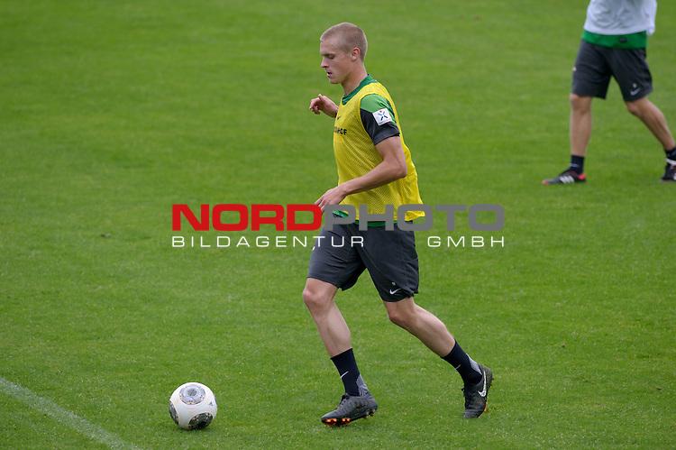03.09.2013, Trainingsgelaende, Bremen, GER, 1.FBL, Training Werder Bremen, im Bild Oliver H&uuml;sing / Huesing (Bremen #4)<br /> <br /> Foto &copy; nph / Frisch