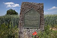 Campo di grano dove si svolse il 18 giugno 1815 la battaglia di Waterlo lapide in onore dei Royal Irish rangers