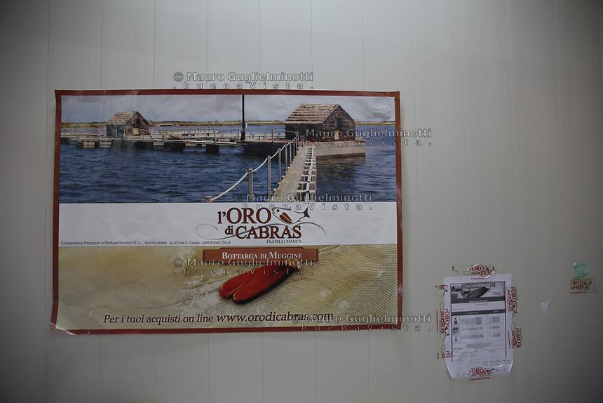 Bottarga di muggine- azienda l'oro di Cabras dei fratelli Manca. cartellone pubblicitario