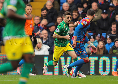 09.04.2016. Selhurst Park, London, England. Barclays Premier League. Crystal Palace versus Norwich. Norwich City Midfielder Robbie Brady feels pressure from Crystal Palace Defender Joel Ward