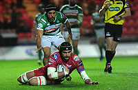 TRY - Scarlets' Tom Price scores his sides sixth try<br /> <br /> Photographer Ashley Crowden/CameraSport<br /> <br /> Guinness PRO12 Round 19 - Scarlets v Benetton Treviso - Saturday 8th April 2017 - Parc y Scarlets - Llanelli, Wales<br /> <br /> World Copyright &copy; 2017 CameraSport. All rights reserved. 43 Linden Ave. Countesthorpe. Leicester. England. LE8 5PG - Tel: +44 (0) 116 277 4147 - admin@camerasport.com - www.camerasport.com