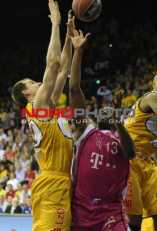 05.05.2013, EWE Arena, Oldenburg, GER, BBL, Play-Off VF, EWE Baskets Oldenburg vs Telekom Baskets Bonn, im Bild Adam Chubb (Oldenburg #11), Jamel McLean (Bonn #13)<br /> <br /> Foto &copy; nph / Frisch