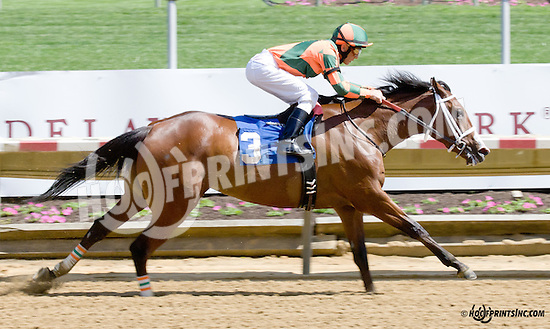 Keep Crossing winning at Delaware Park racetrack on 5/31/14