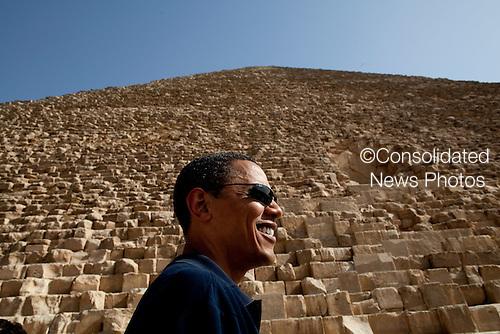 Cairo, Egypt  - June 4, 2009 -- United States President Barack Obama tours the Pyramids of Giza in Egypt on Thursday, June 4, 2009. .Mandatory Credit: Pete Souza - White House via CNP