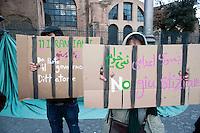 Roma 11 Febbraio 2010.Manifestazione di studenti iraniani contro il regime in Iran.Studenti iraniani manifestano a Roma contro il governo iraniano nel giorno dell'anniversario della Repubblica Islamica di Iran.Rome, February 11, 2010.Student demonstration against the Iranian regime.Iranian students demonstrate in Rome against the Iranian government on the anniversary of the Islamic Republic of Iran.