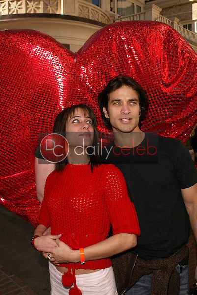 Vanessa Parise and Johnathon Schaech